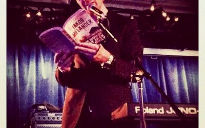 Læser op fra The House that Jack Built på The Basement Revue til Luminato Festivalen i Toronto, Canada, juni 2014