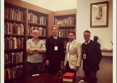 Med Herman Koch, Dan T Sehlberg og Thomas Enger i Toronto Reference Library's Conan Doyle Room. I den røde kasse på bordet foran os ligger et originaleksemplar af det nummer af The Strand, hvor Arthur Conan Doyles første Sherlock Holmes' roman, A Study in Scarlet, blev trykt for første gang.