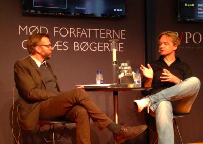 På scenen til Bogforum 2013. Interviewes af Kim Skotte om Øjesten.